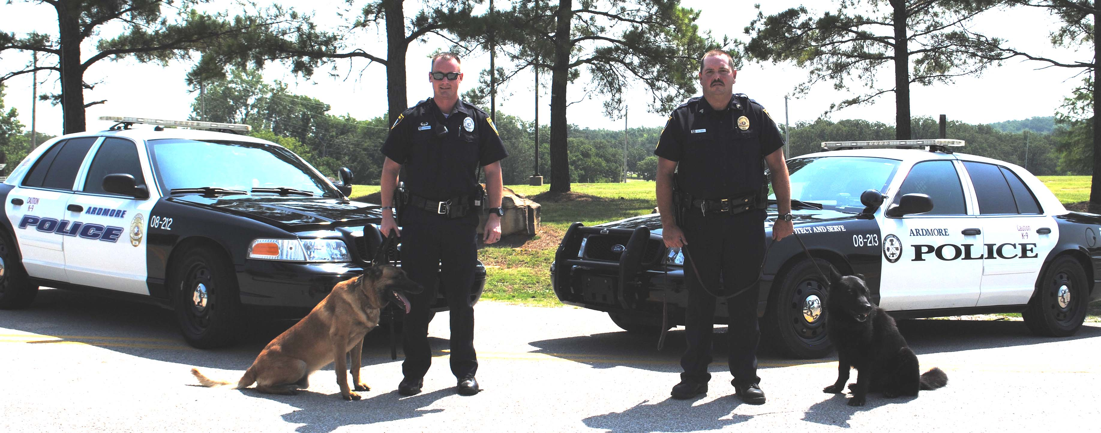 photo of two k9 officers